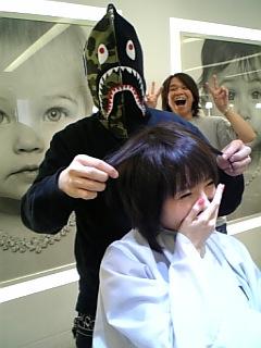 悠里の髪を切ってくれてる人
