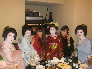 舞妓さんと女子会