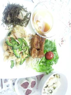 沖縄料理とバターロール♪
